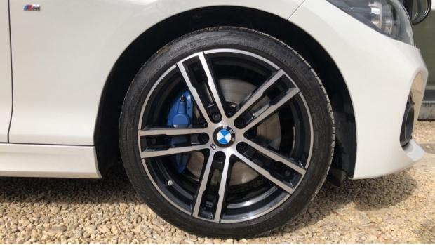 2017 BMW 120d M Sport Shadow Edition 5-door (White) - Image: 14
