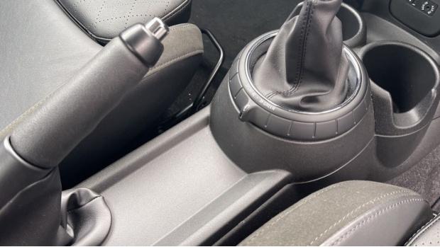 2016 MINI Cooper S 3-door Hatch (Black) - Image: 19