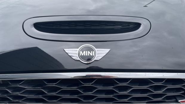 2016 MINI Cooper S 3-door Hatch (Black) - Image: 30