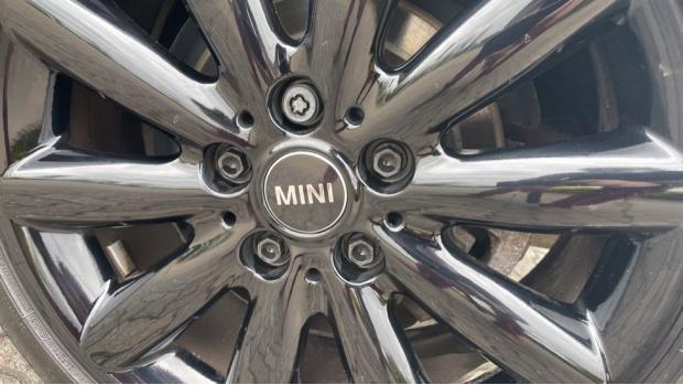 2016 MINI Cooper S 3-door Hatch (Black) - Image: 32
