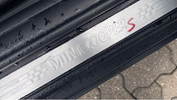 2016 MINI Cooper S 3-door Hatch (Black) - Image: 39