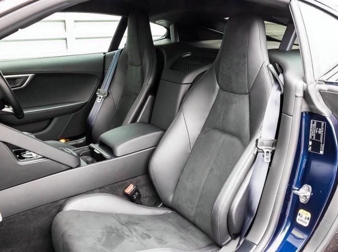 2019 Jaguar 2.0i GPF R-Dynamic Auto 2-door (Blue) - Image: 3