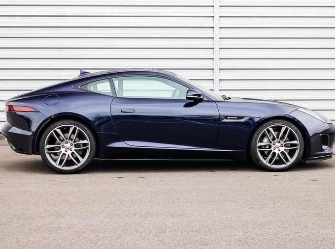 2019 Jaguar 2.0i GPF R-Dynamic Auto 2-door (Blue) - Image: 4