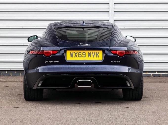 2019 Jaguar 2.0i GPF R-Dynamic Auto 2-door (Blue) - Image: 5