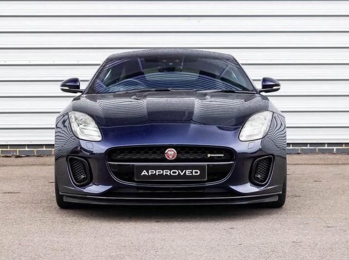 2019 Jaguar 2.0i GPF R-Dynamic Auto 2-door (Blue) - Image: 6