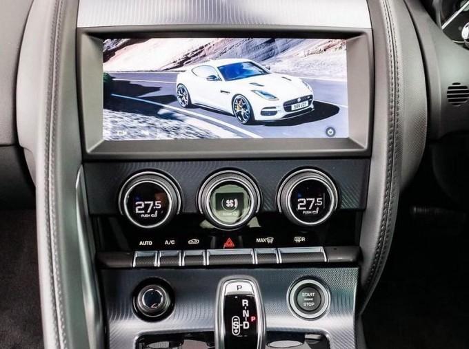 2019 Jaguar 2.0i GPF R-Dynamic Auto 2-door (Blue) - Image: 9
