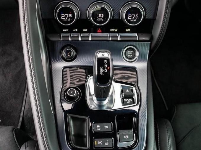 2019 Jaguar 2.0i GPF R-Dynamic Auto 2-door (Blue) - Image: 12