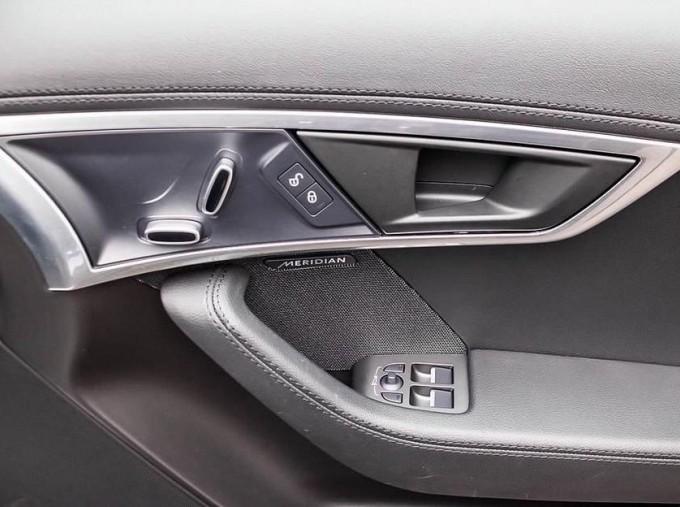 2019 Jaguar 2.0i GPF R-Dynamic Auto 2-door (Blue) - Image: 18