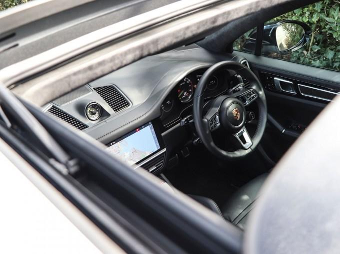 2020 Porsche TURBO S (White) - Image: 10