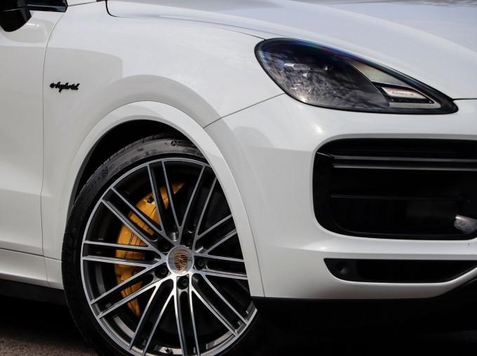 2020 Porsche TURBO S (White) - Image: 27