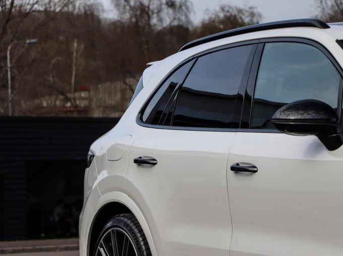2020 Porsche TURBO S (White) - Image: 29