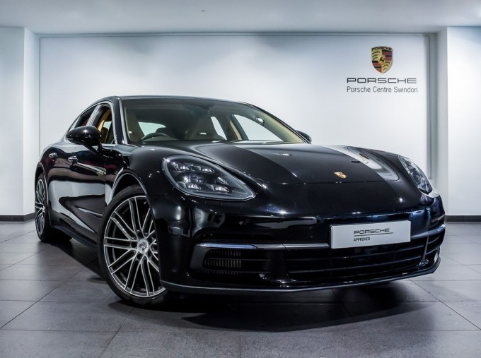 2018 Porsche 4 E-HYBRID (Black) - Image: 1