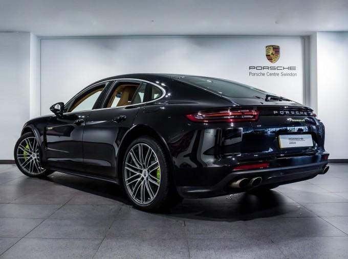 2018 Porsche 4 E-HYBRID (Black) - Image: 2