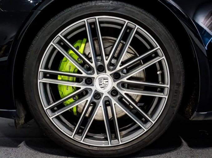 2018 Porsche 4 E-HYBRID (Black) - Image: 4