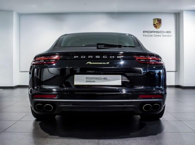 2018 Porsche 4 E-HYBRID (Black) - Image: 7