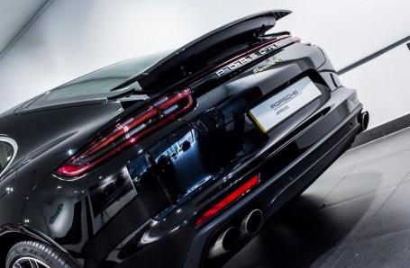2018 Porsche 4 E-HYBRID (Black) - Image: 10