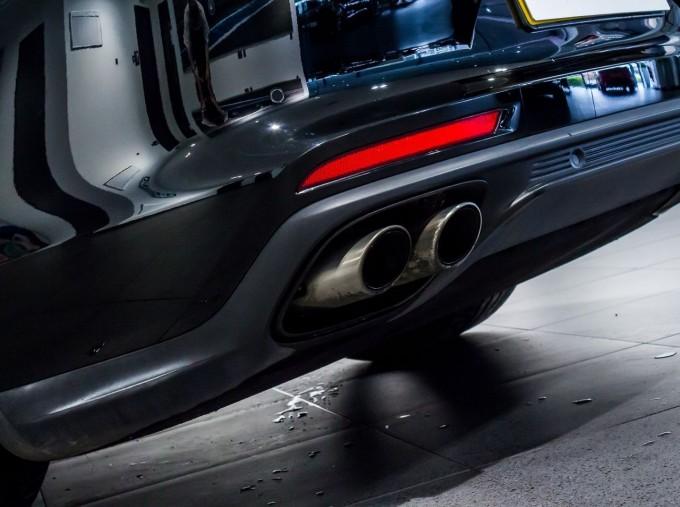 2018 Porsche 4 E-HYBRID (Black) - Image: 11