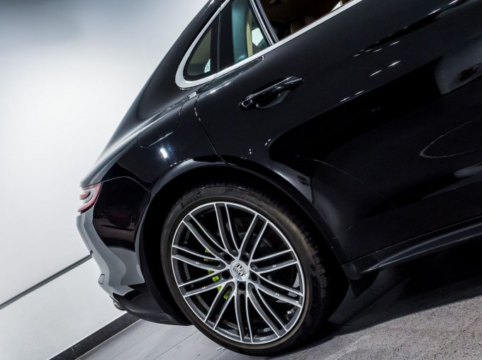 2018 Porsche 4 E-HYBRID (Black) - Image: 12