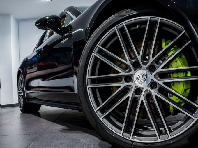 2018 Porsche 4 E-HYBRID (Black) - Image: 14