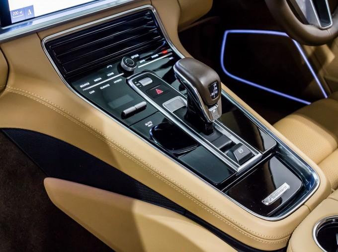 2018 Porsche 4 E-HYBRID (Black) - Image: 20