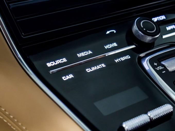 2018 Porsche 4 E-HYBRID (Black) - Image: 22