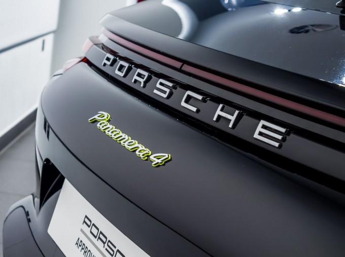 2018 Porsche 4 E-HYBRID (Black) - Image: 34