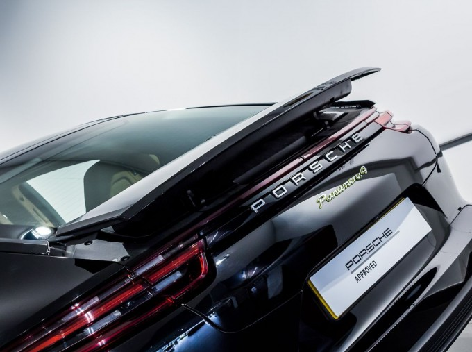 2018 Porsche 4 E-HYBRID (Black) - Image: 35