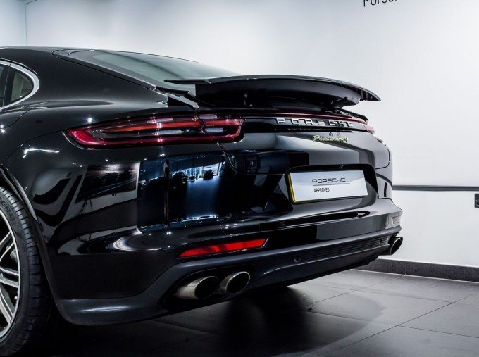 2018 Porsche 4 E-HYBRID (Black) - Image: 37