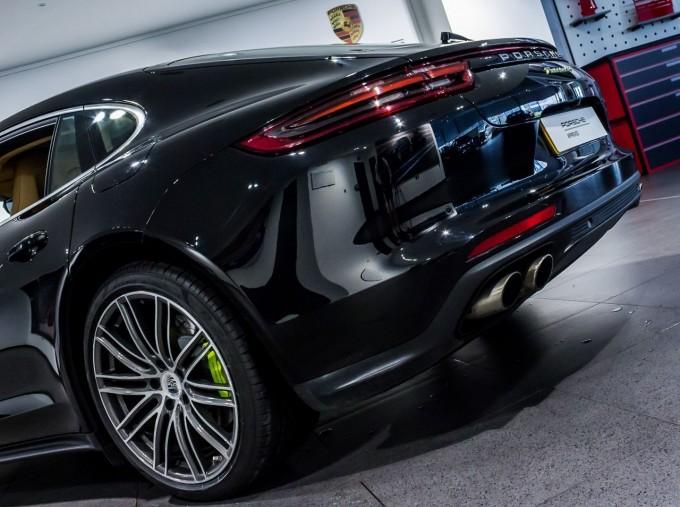 2018 Porsche 4 E-HYBRID (Black) - Image: 38