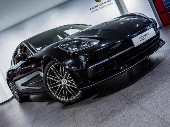 2018 Porsche 4 E-HYBRID (Black) - Image: 40