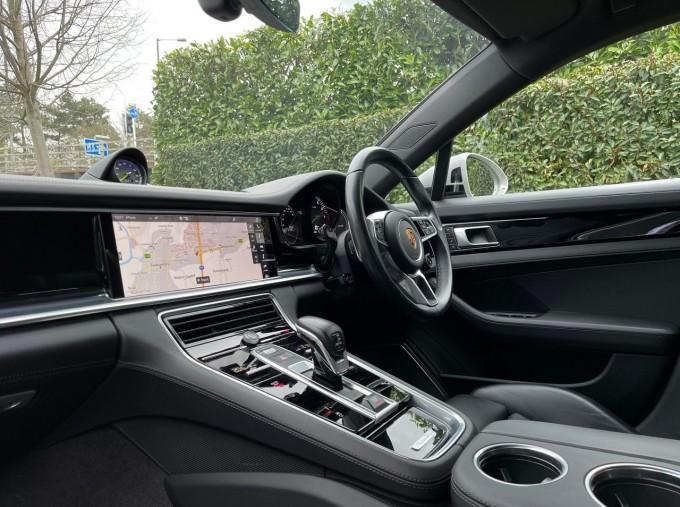 2017 Porsche V6 E-Hybrid 14kWh 4 PDK 4WD 4-door  - Image: 3