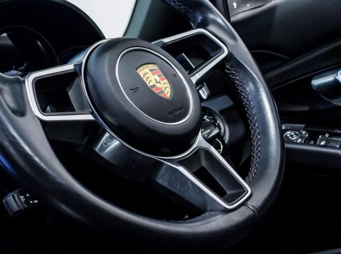 2018 Porsche PDK 2-door (Grey) - Image: 22
