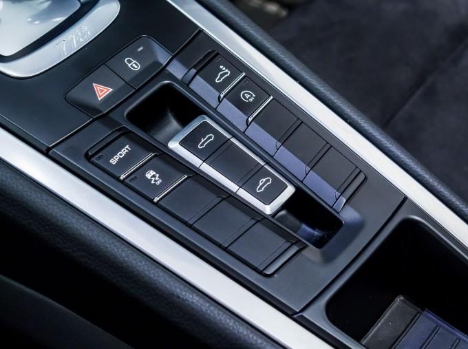 2018 Porsche PDK 2-door (Grey) - Image: 23