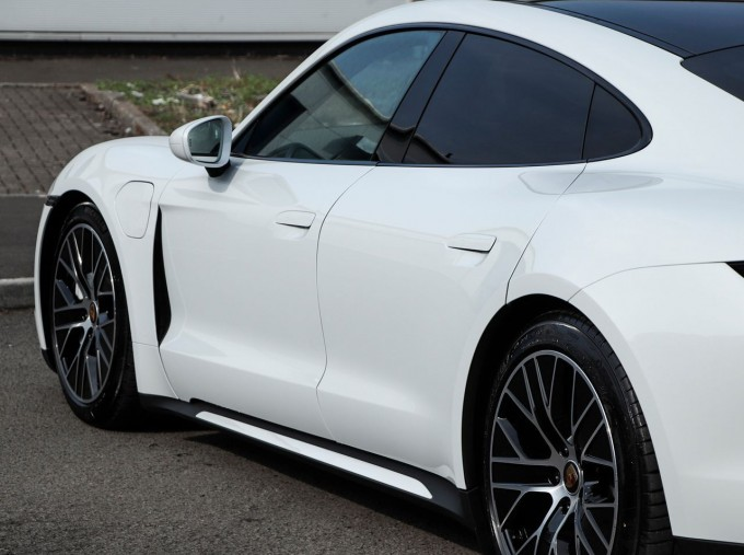 2020 Porsche 93.4kWh Turbo Auto 4WD 4-door (White) - Image: 23