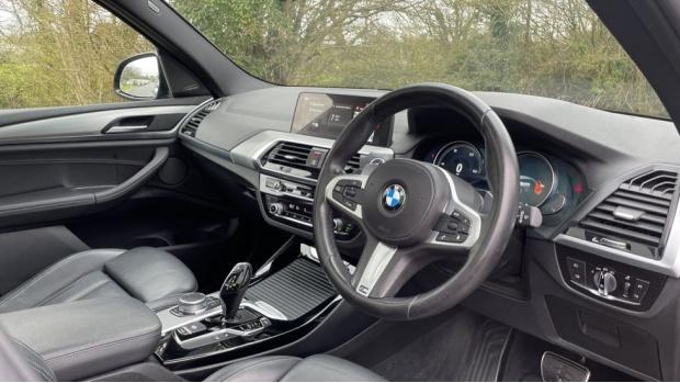 2017 BMW XDrive30d M Sport (Black) - Image: 6