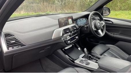 2017 BMW XDrive30d M Sport (Black) - Image: 7