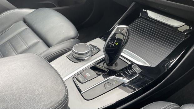 2017 BMW XDrive30d M Sport (Black) - Image: 10