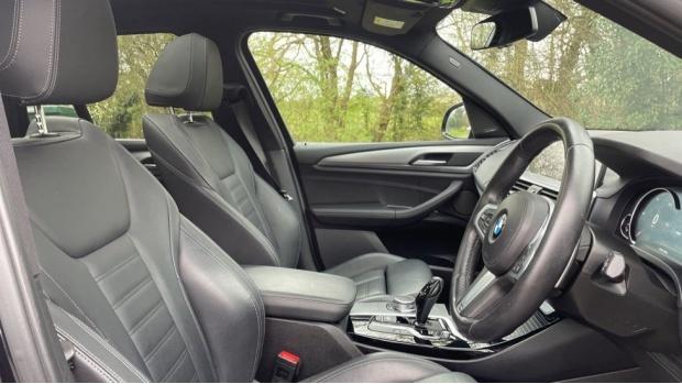 2017 BMW XDrive30d M Sport (Black) - Image: 11
