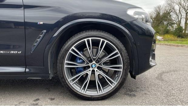 2017 BMW XDrive30d M Sport (Black) - Image: 14