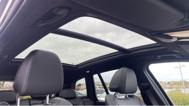 2017 BMW XDrive30d M Sport (Black) - Image: 26