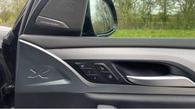 2017 BMW XDrive30d M Sport (Black) - Image: 27