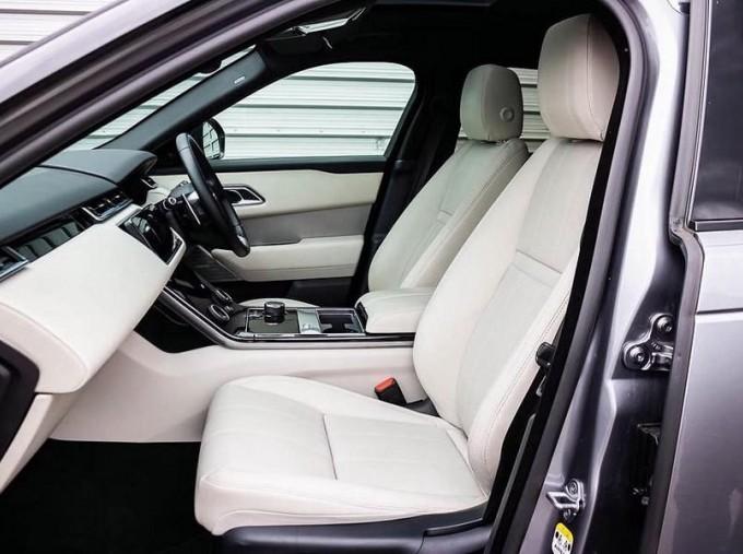 2019 Land Rover D240 R-Dynamic SE Auto 4WD 5-door (Grey) - Image: 3