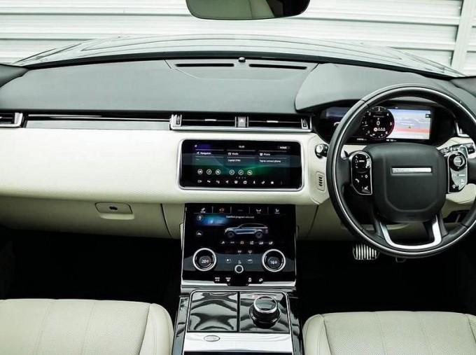 2019 Land Rover D240 R-Dynamic SE Auto 4WD 5-door (Grey) - Image: 9