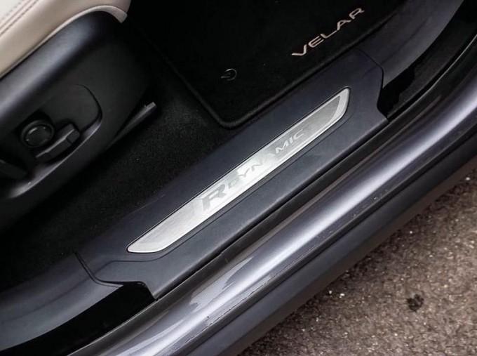 2019 Land Rover D240 R-Dynamic SE Auto 4WD 5-door (Grey) - Image: 14