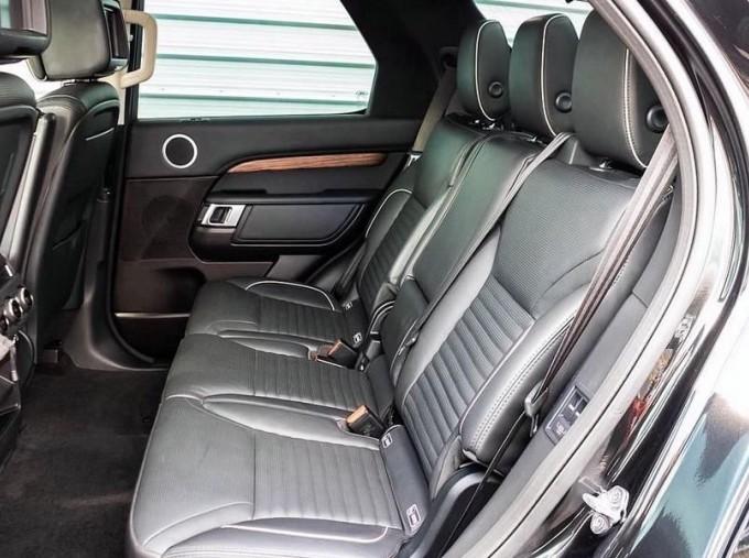 2017 Land Rover TD V6 HSE Luxury Auto 4WD 5-door (Black) - Image: 4