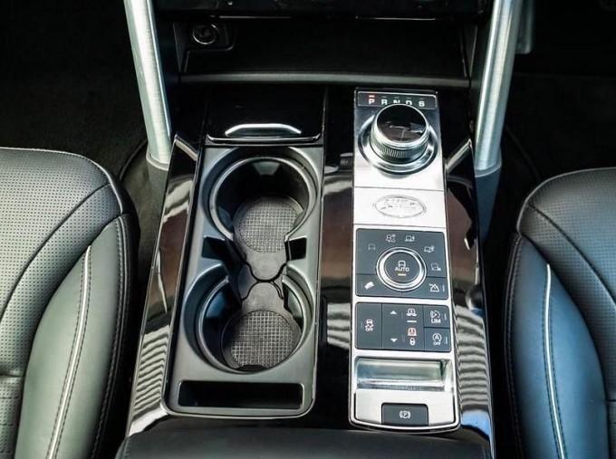 2017 Land Rover TD V6 HSE Luxury Auto 4WD 5-door (Black) - Image: 12