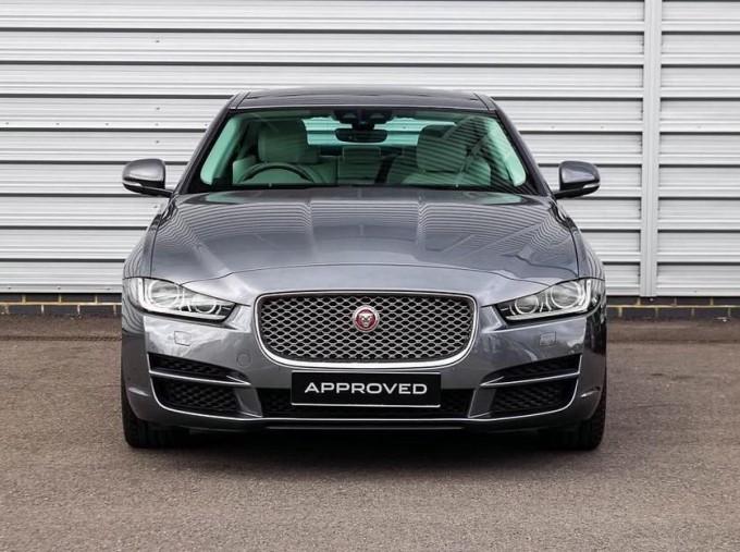2018 Jaguar 2.0i GPF Portfolio Auto 4-door (Grey) - Image: 7