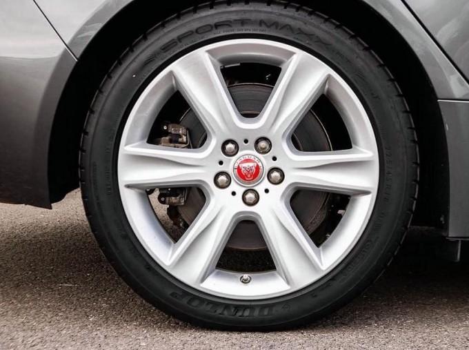 2018 Jaguar 2.0i GPF Portfolio Auto 4-door (Grey) - Image: 8