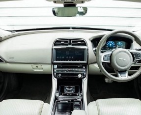 2018 Jaguar 2.0i GPF Portfolio Auto 4-door (Grey) - Image: 9