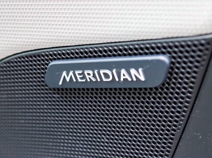 2018 Jaguar 2.0i GPF Portfolio Auto 4-door (Grey) - Image: 20